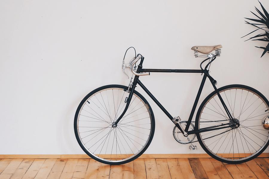 le vélo d'occasion est un moyen de transport pas cher pour les étudiants